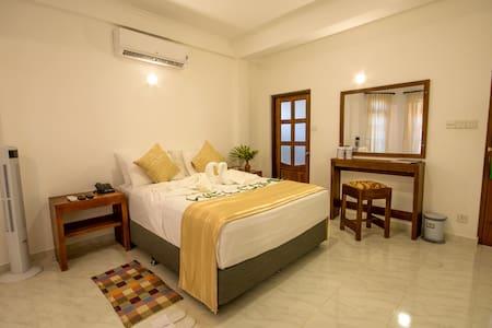 La NiRu Residence - Gannoruwa - Domek gościnny