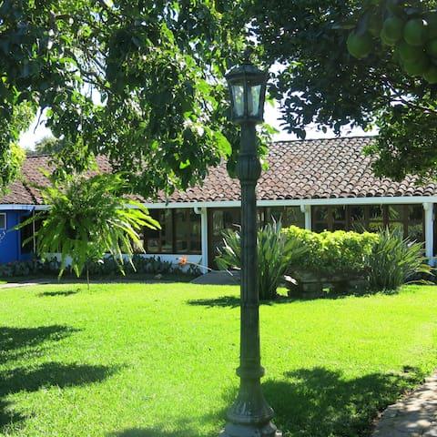 Casa Completa en el pueblo de Ataco.  Aloja 12 per - Concepción de Ataco - Haus