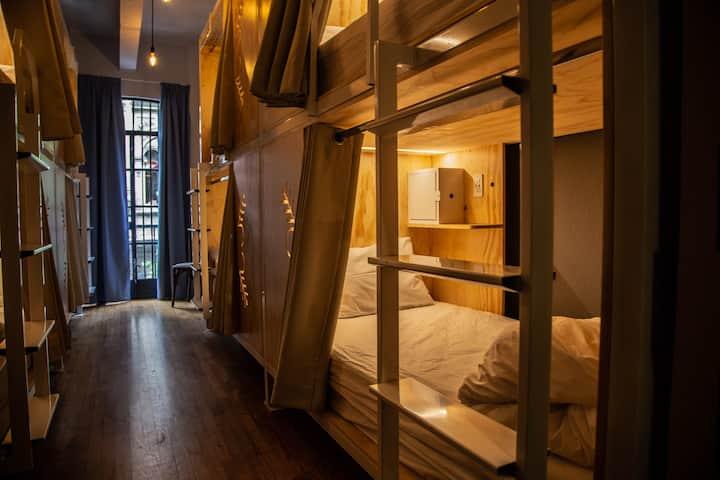 Cama exclusiva en dormitorio mixto Hostal CasaPepe