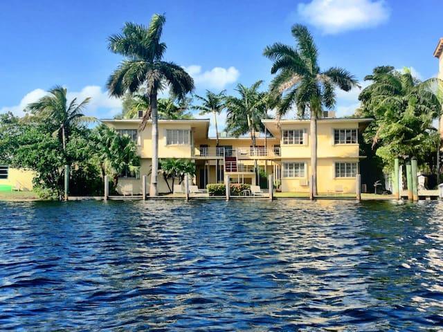Sunny, Waterfront Mid-Century Gem - Fort Lauderdale - Condominium