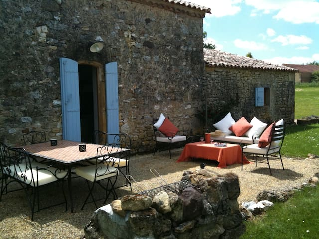 Farmhouse (4-6), heated pool, satellite wifi & TV - Beaumont-du-Périgord - Hus