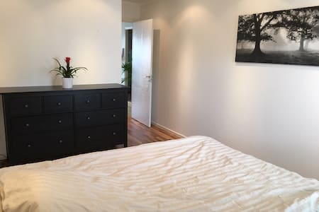 8 mins from Arlanda. Comfortable place! - Upplands Väsby - Apartment