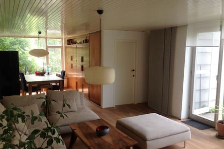 Sunny, spacious room with beautiful garden - Vienna