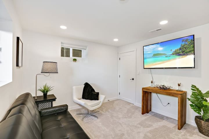 Lower quiet Suite-min to cruise terminal and city