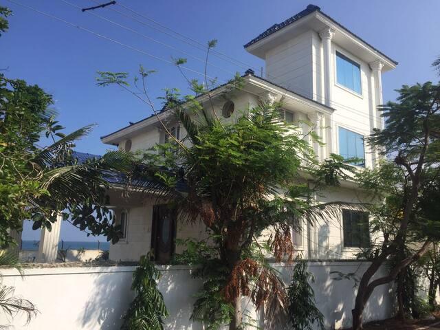 The Samarah Villa at Uthandi East Coast Road - Chennai - Villa