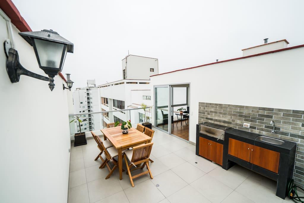 2do Piso: Terraza-Barbecue / 2nd Floor: Terrace-Barbecue