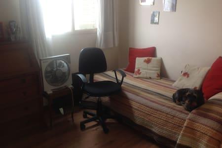 comoda y luminosa habitacion individual - Byt