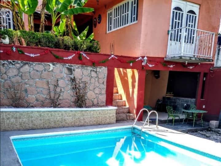 Bonita casa con alberca en Mazatepec, Morelos