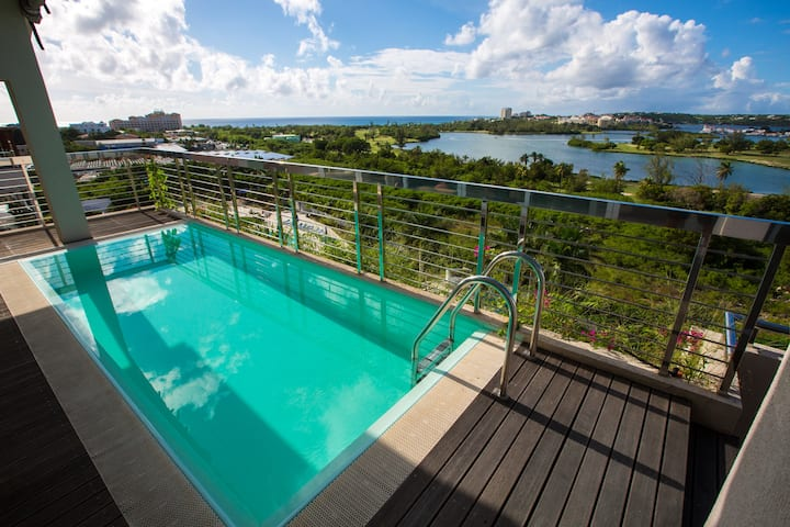 Modern penthouse close to the beach, nightlife,
