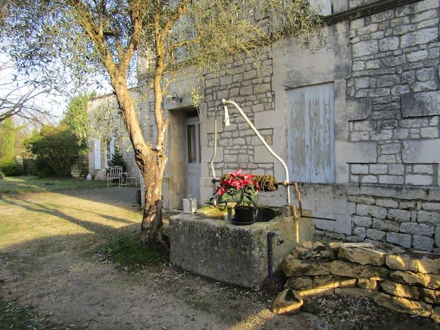 La Cachette ( The Hideaway)