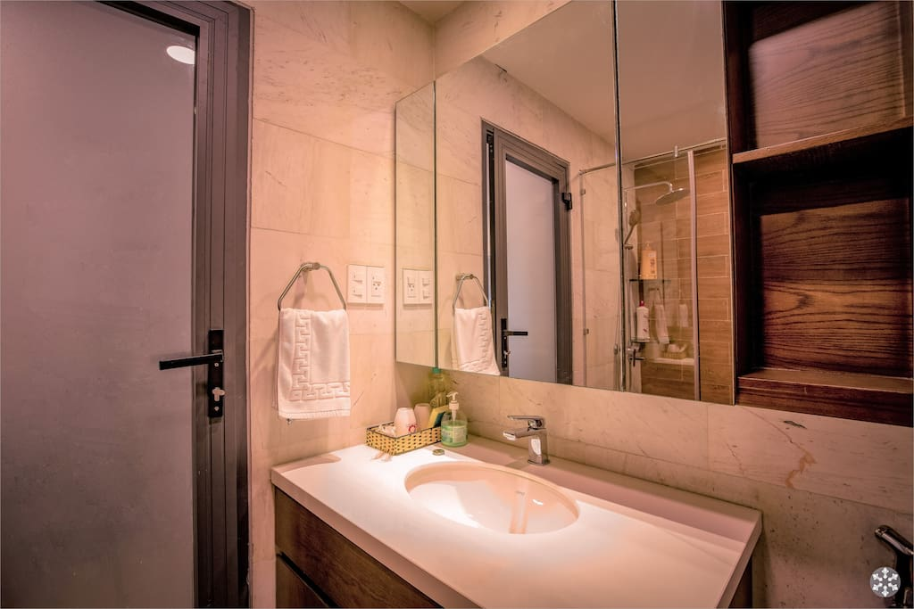 Granite counter top & hotel amenities