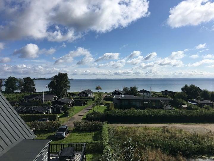 Unikt sommerhus med panorama vandudsigt