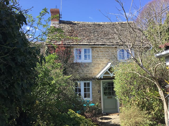 Plum Tree Cottage, Lechlade-on-Thames