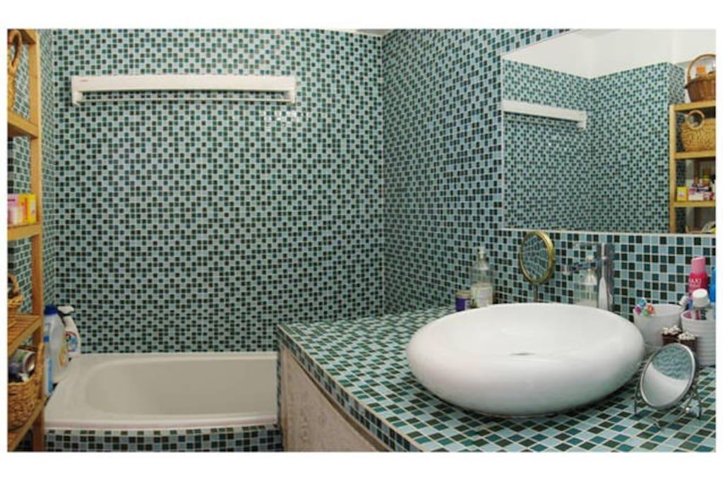Une salle de bain refaite de neuf comme tout le reste de l'appartement...