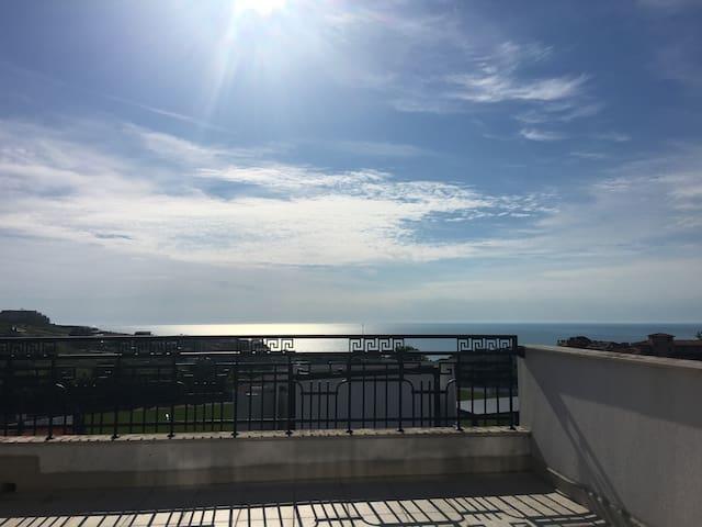5th floor penthouse / Пентхаус с панорамным видом