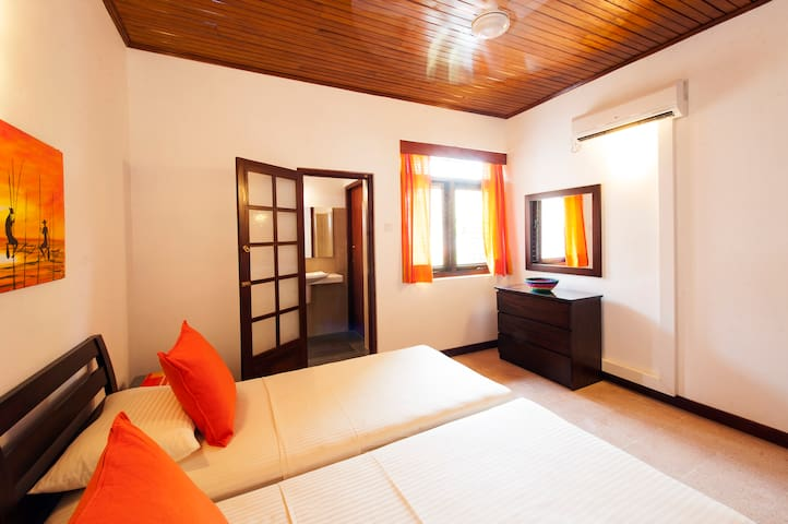 Barnes Place Bungalow - Twin Room 1