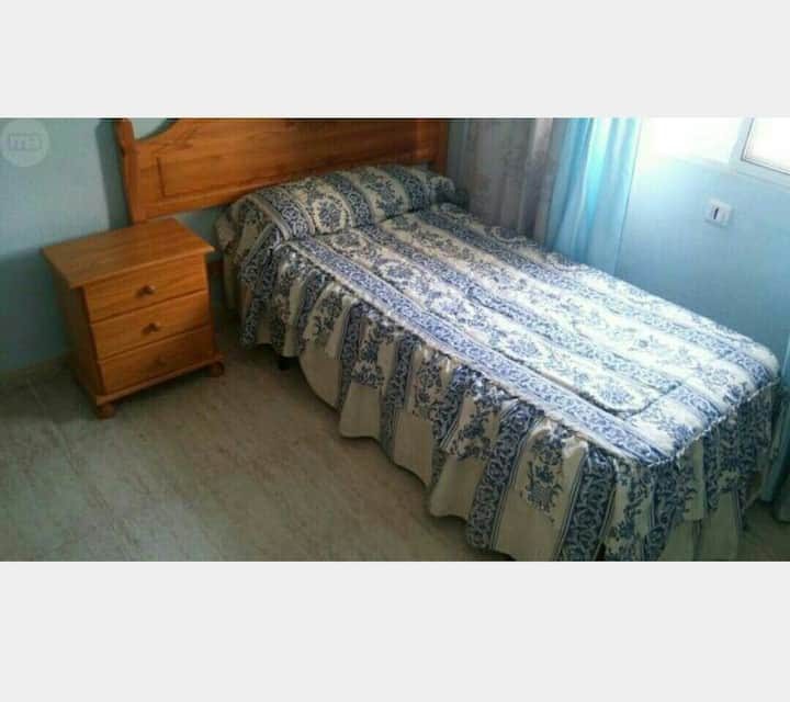 350€ AL MES CENTRO BENIDORM,TV,WIFI,NEVERA,MICROON