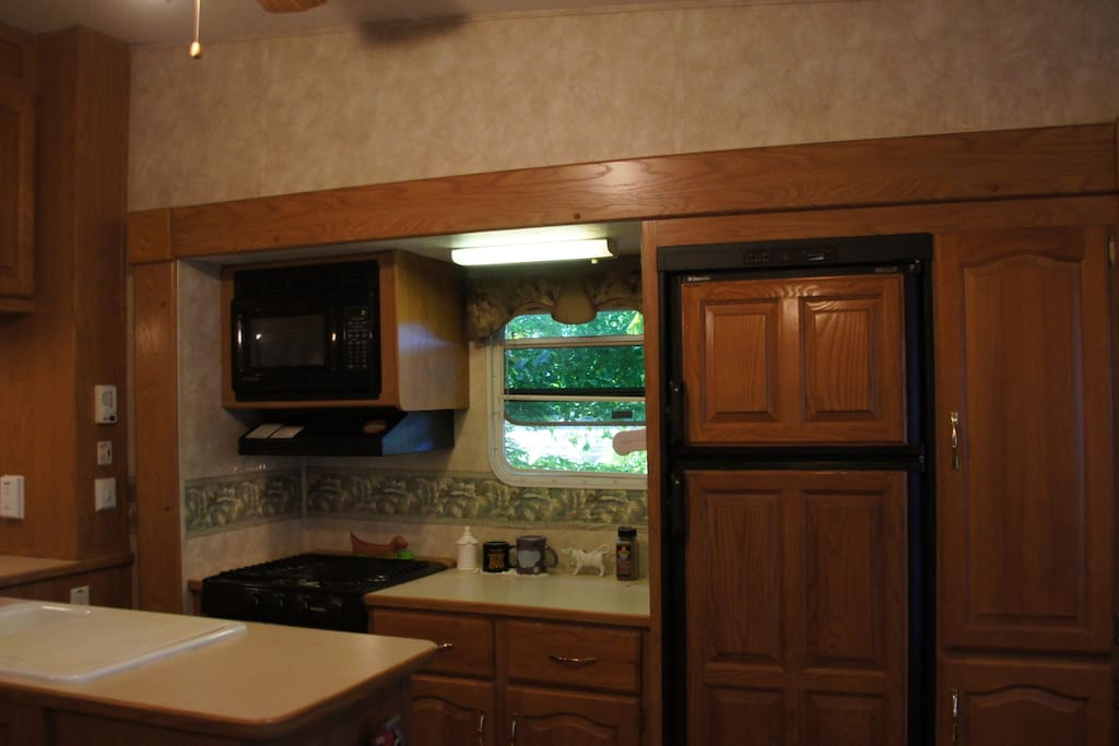 Kitchen area: fridge w/freezer, microwave, stove & oven.