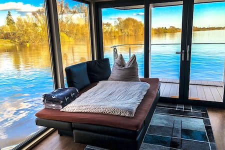 villa.nautica | Houseboat Apartment Urban Living