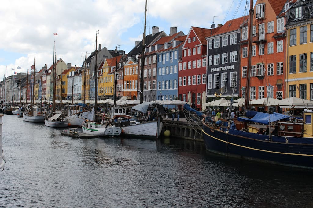 Nyhavn 50 meters from the apartment