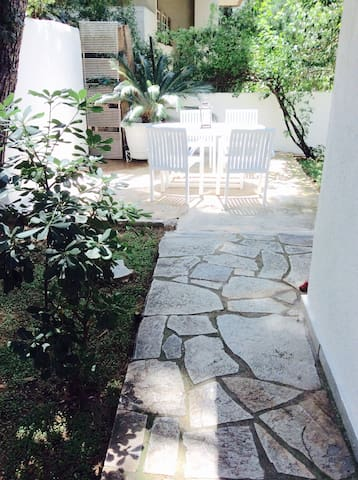 Charming house with private garden - Agia Paraskevi - Ev
