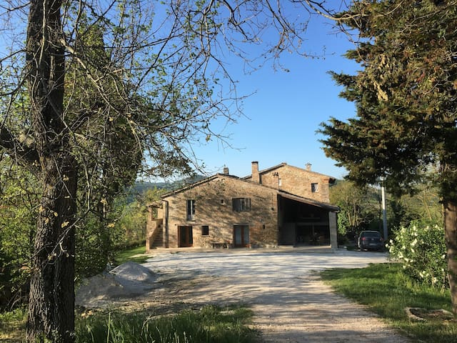 Tranquil farmhouse in the hills - Urbino - Casa