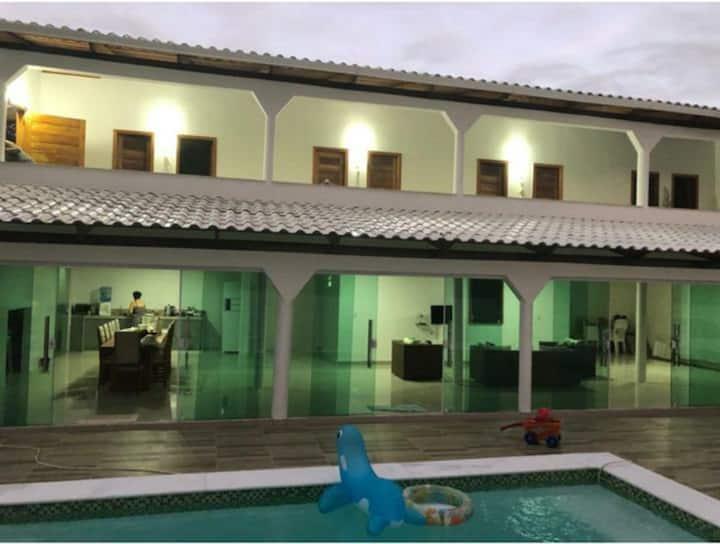 Casa com 5 quartos e piscina (Cond. Lagoa Dourada)