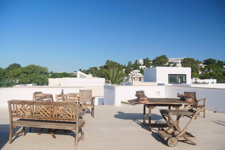 Villa avec superbe terrasse vue mer