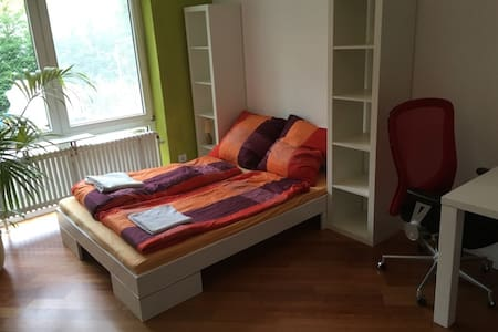 Friendly room in a great bungalow. - Karlsruhe