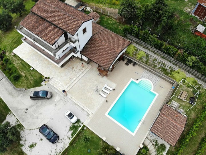 Villa with 8 bedrooms in Caiazzo, with wonderful mountain view, private pool, enclosed garden - 70 km from the slopes
