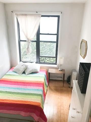 Perfectly located, Lower East Side Room :)