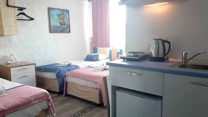 Üç Kişilik (Mutfaklı veya Mutfaksız) oda