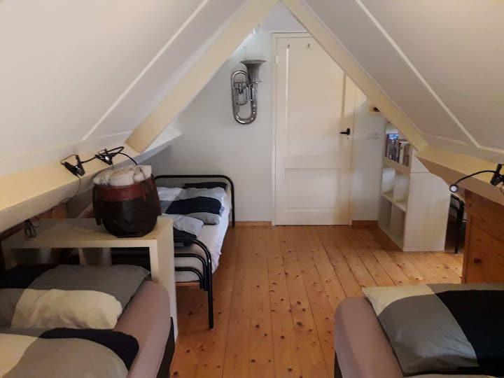 Kamer  met 4 eenpersoons bedden