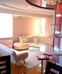 Предлагаем в аренду просторные (100 кв. м).