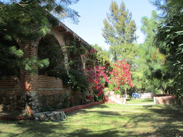Rancho la Arboleda a 25 km Guadalajara. Para 26 p.