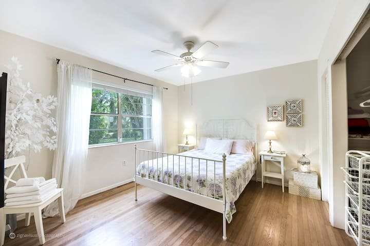 Great Value, Cozy, Designer Home in Coral Gables