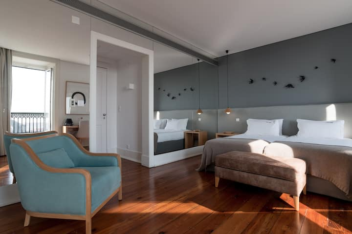 Chiado Prime Suites - Deluxe Twin Room with View