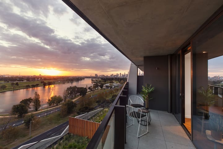 Watch Sunsets Over the Lake - Luxury 5 Star Living