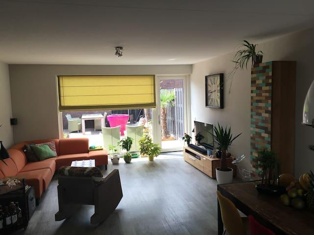 Mooie ruime en nette kamer - Oisterwijk  - บ้าน