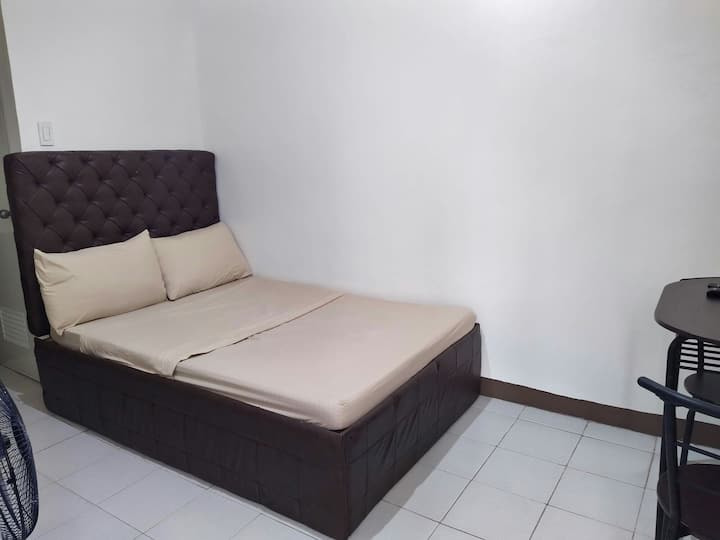 {B2F} Cheap Studio Near Capitol Commons and BGC