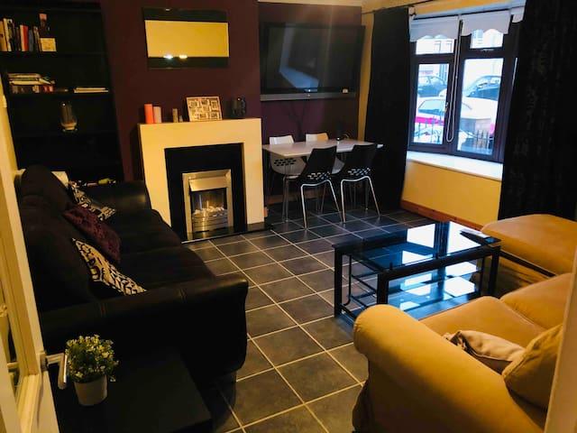 Private room + breakfast in City Center