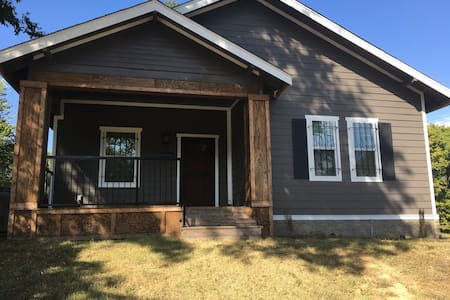 Private room in house close to downtown - Little Rock