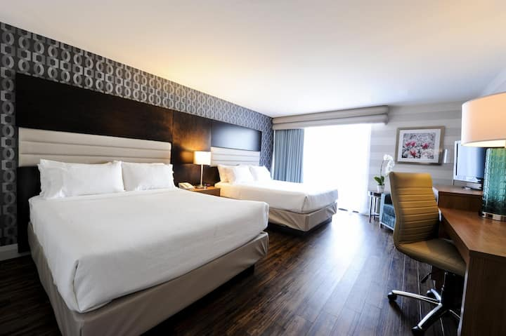 Large Double Two Double Beds At Chutes Du Niagara