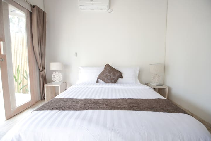 Luxurious 1-Bed Villa with Private Swimming Pool - Pemenang - Boutique hotel