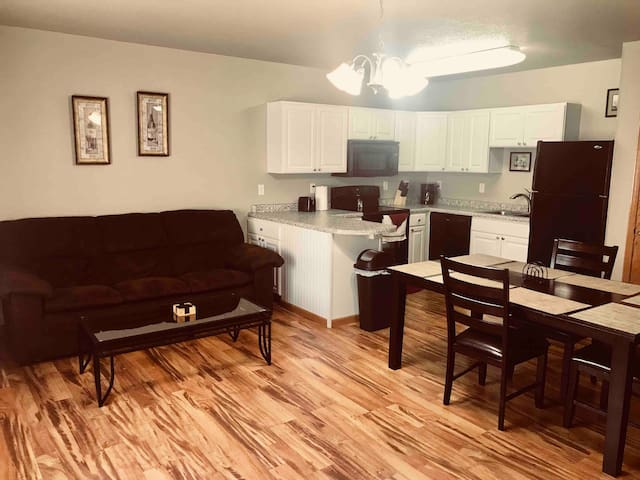 Beulah -Upscale, T-3 Downtown 2BR/1 BA Furnished