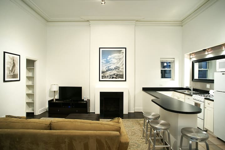 Extra Large 1BR by Park Ave in Upper East Side