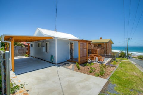 Valla beach bright sunny cottage beach/cafe/views
