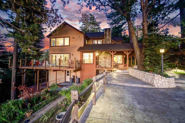 Hilltop Retreat w/ Stunning Lake & Mountain Views