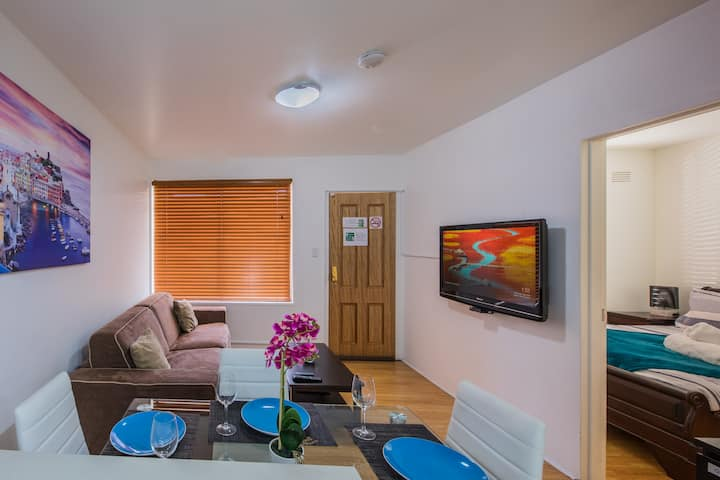 Perfectly Located, QN Beds. Gorgeous St Kilda Apt