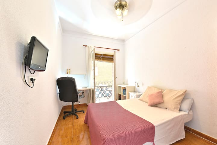 BEDSANDFLATS Room with Private Balcony!